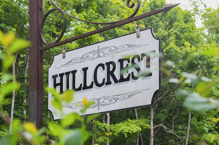 Hillcrest_StreetSign_Closeup2.jpg