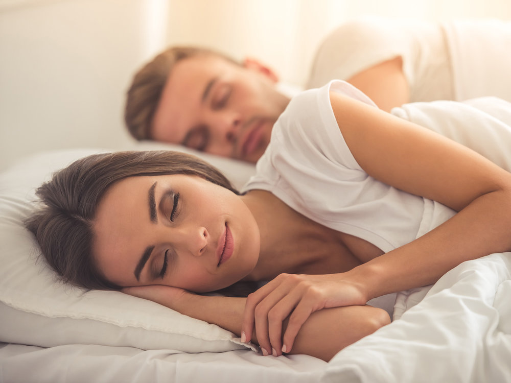 Sleeping_Couple_1_ThinkstockPhotos-621975912_web_1500.jpg