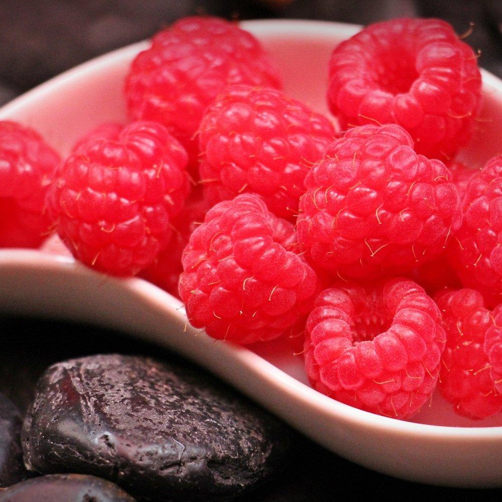 berry-chocolates-delicious-128866.jpg