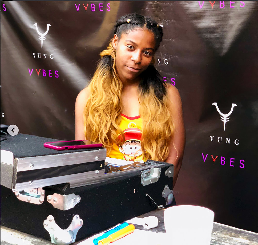 DJ Roxi -
