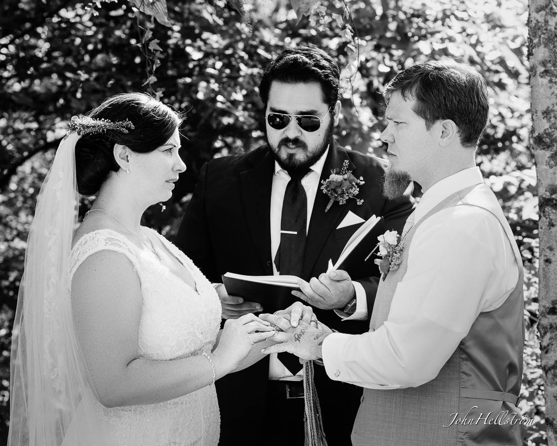 US-wedding-ceremony-in-Sweden