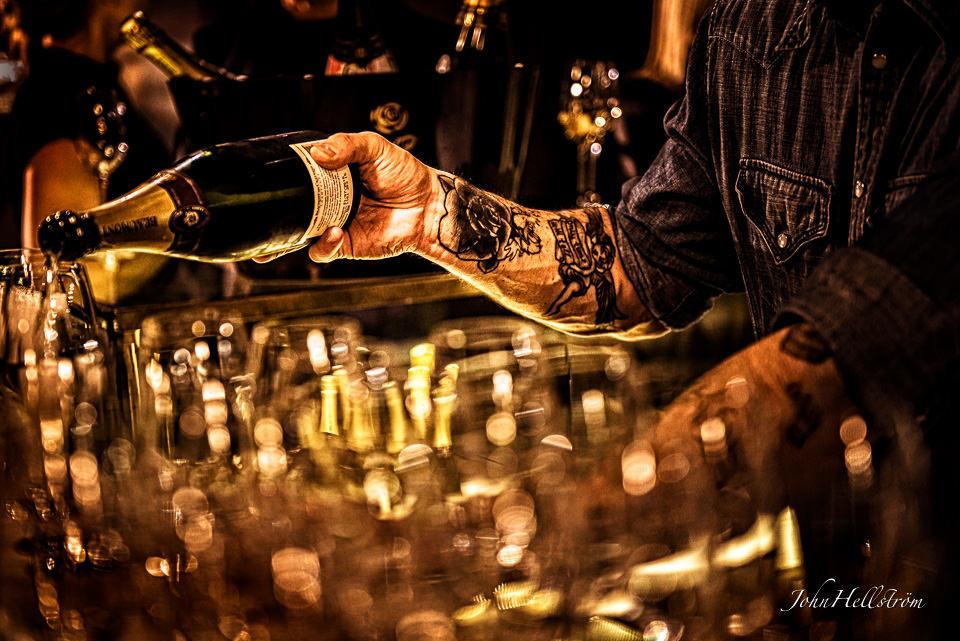 Brollopsfotograf-Stockholm-John-Hellstrom-2015-2-garnisonen-champagne