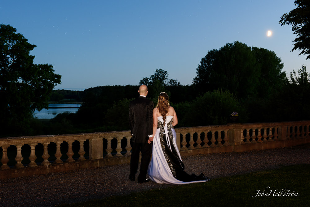 moonlight-wedding-Hedenlunda-castle-Annica-Tommie-photographer-John-Hellstrom.jpg