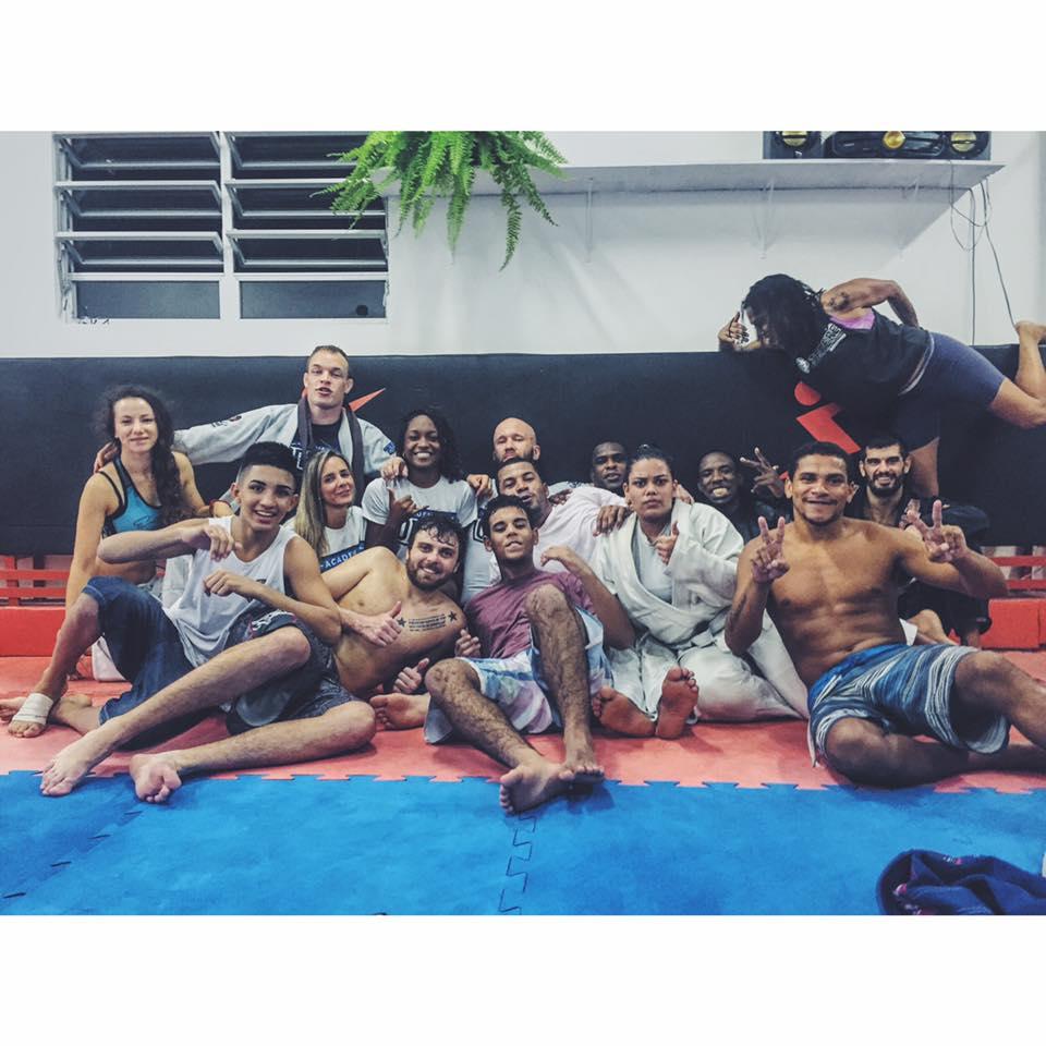 Po treningu z ekipą u Terere w faveli Cantagalo