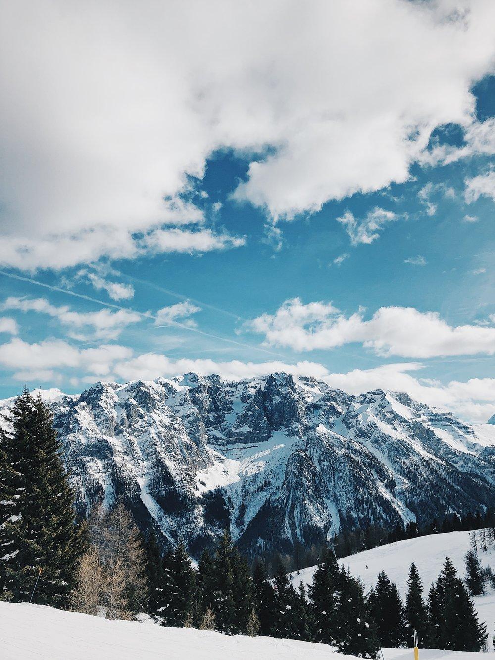 Typowy widok we włoskich Alpach.