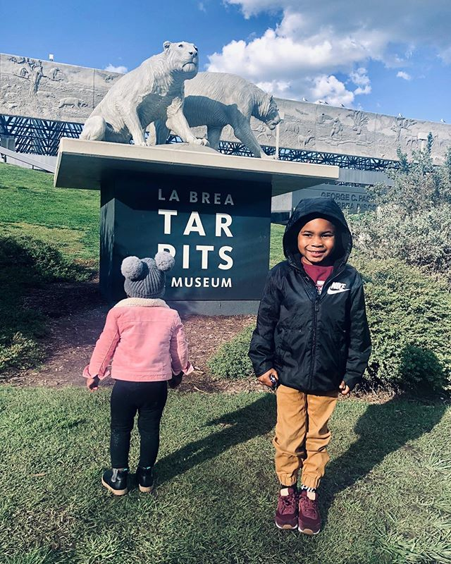 2/18 #labreatarpits 🥰 #LAMom #siblinglove #kiddos #outting #outandabout #aroundtown #LosAngeles #Momlife