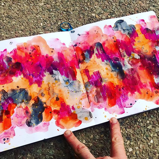 Took some time to mess around with abstract spreads in my @illosketchbook ! Sometimes it's just fun to splatter and smush the colors and see what happens. Soul therapy, my style!❤️🎨🌈
