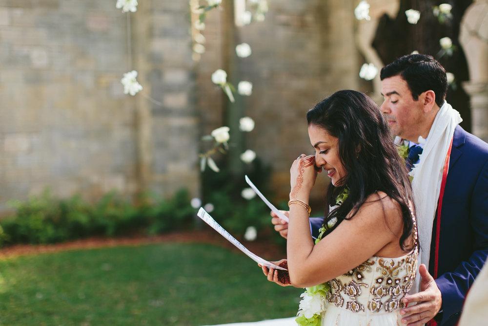 emotional-wedding-photographer-tiny-house-photo-moments.jpg