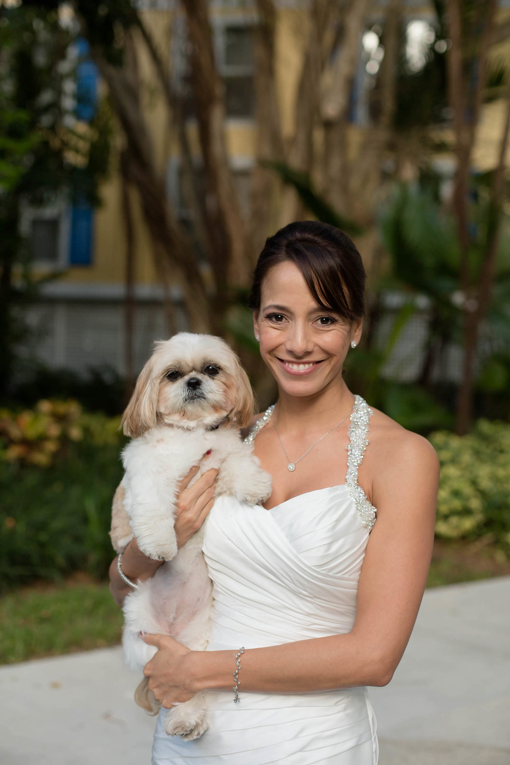 bride_and_her_dog_wedding_moments.jpg