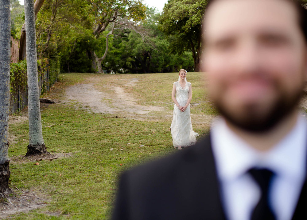 bride_walking_first_look_moments.jpg