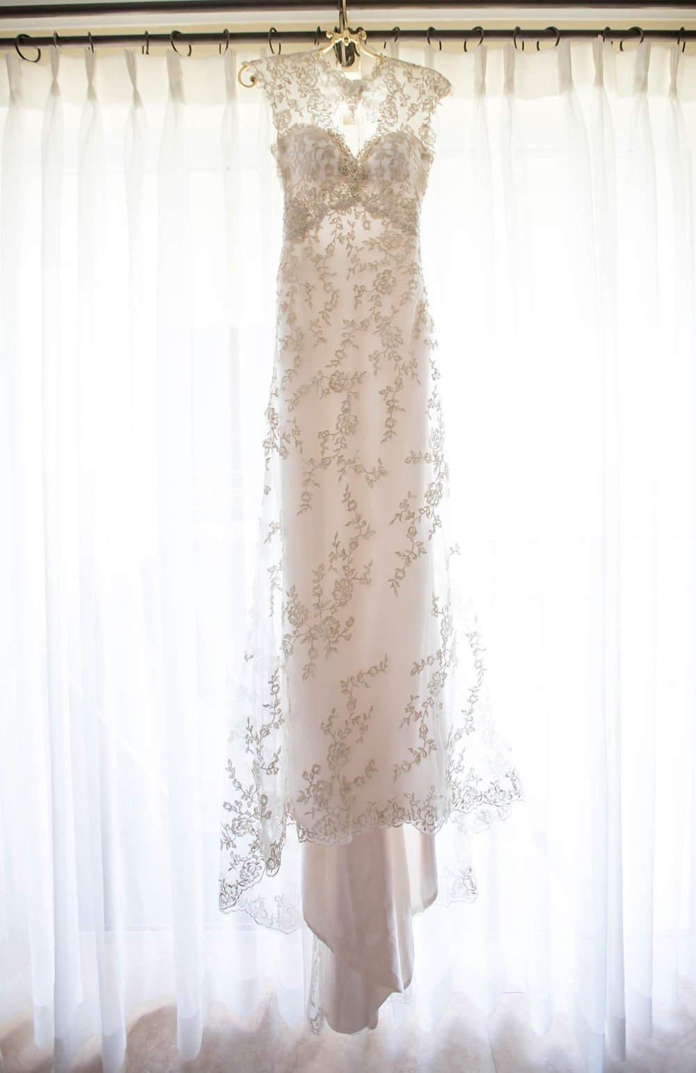 dress_hanging_mutiny_hotel_coconut_grove_tiny_house_photo.jpg