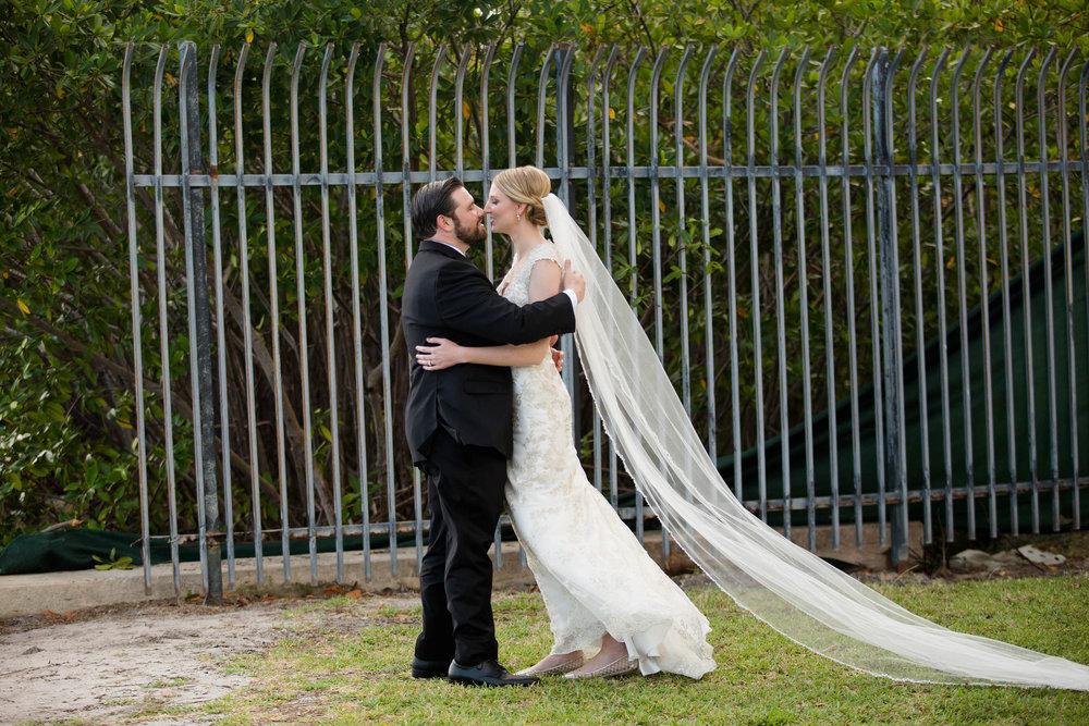 first_kiss_first_look_tiny_house_wedding_photography_stephanie_lynn.jpg