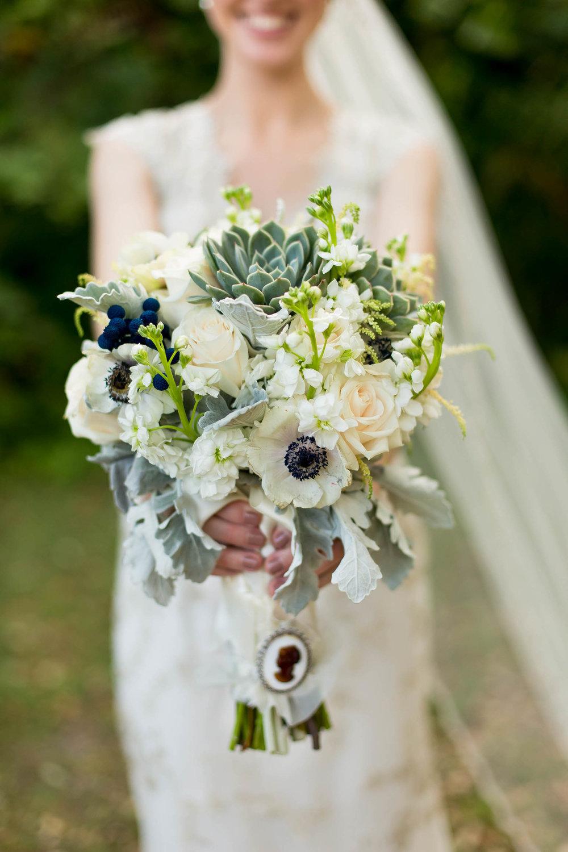 wedding_bouquet_tiny_house_photo_miami_photographer.jpg