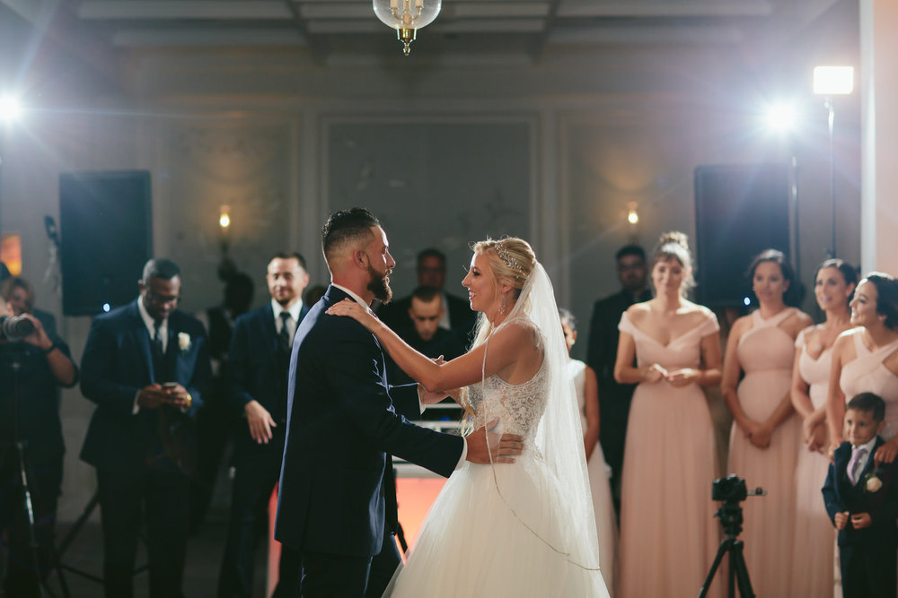 bride-groom-first-dance-wedding-photographer-tiny-house-photo.jpg