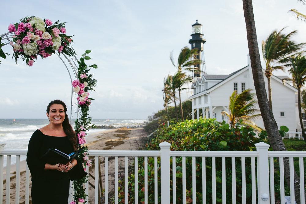 ceremonies-by-cynthia-wedding-tiny-house-photo.jpg