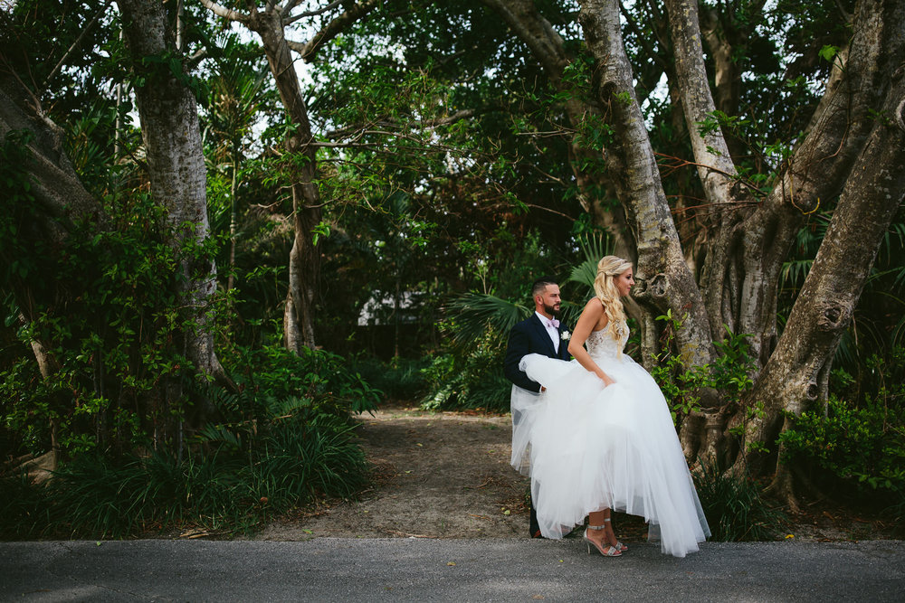 groom-bride-walking-moments-wedding-day-tiny-house-photo.jpg