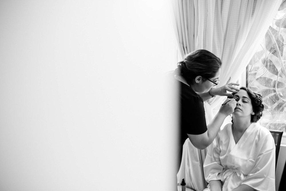 bride-getting-ready-tiny-house-photo-miami-photographer.jpg