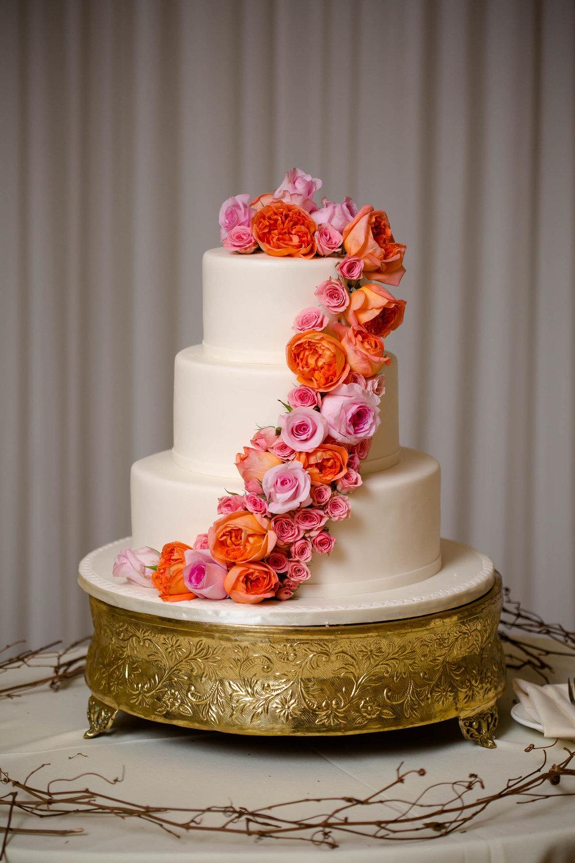 cake-weddings-luxury-tiny-house-photo.jpg