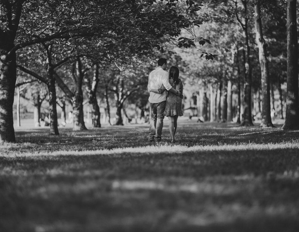 tiny_house_photo_couple_walking_nature_bohemian_artists_love_stephanie_lynn.jpg