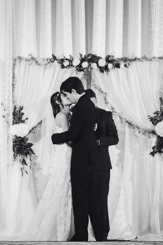 black_and_white_kiss_married_tiny_house_photo.jpg