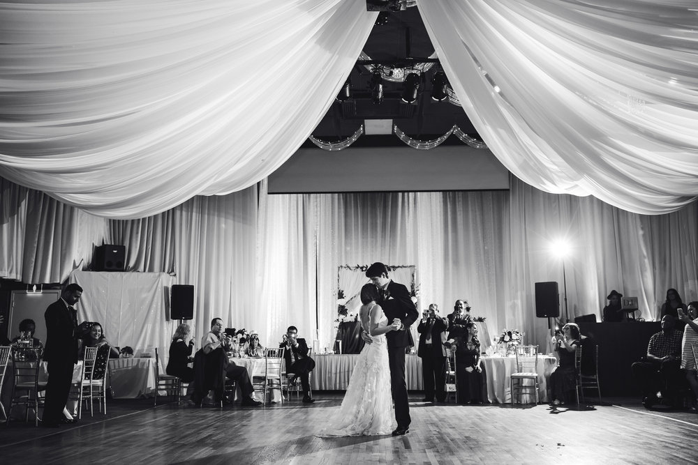 first_dance_epic_moments_wedding_photography_tiny_house_photo.jpg
