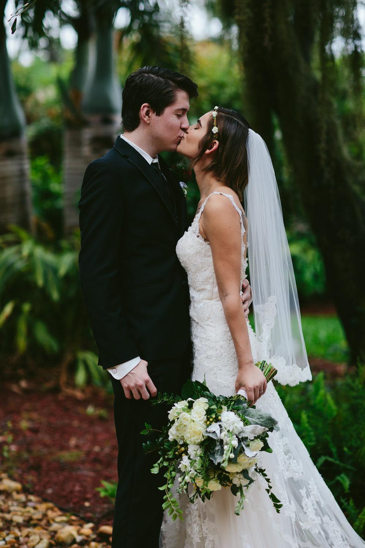kiss_the_bride_couples_weddings_elopements_south_florida_tiny_house_photo.jpg