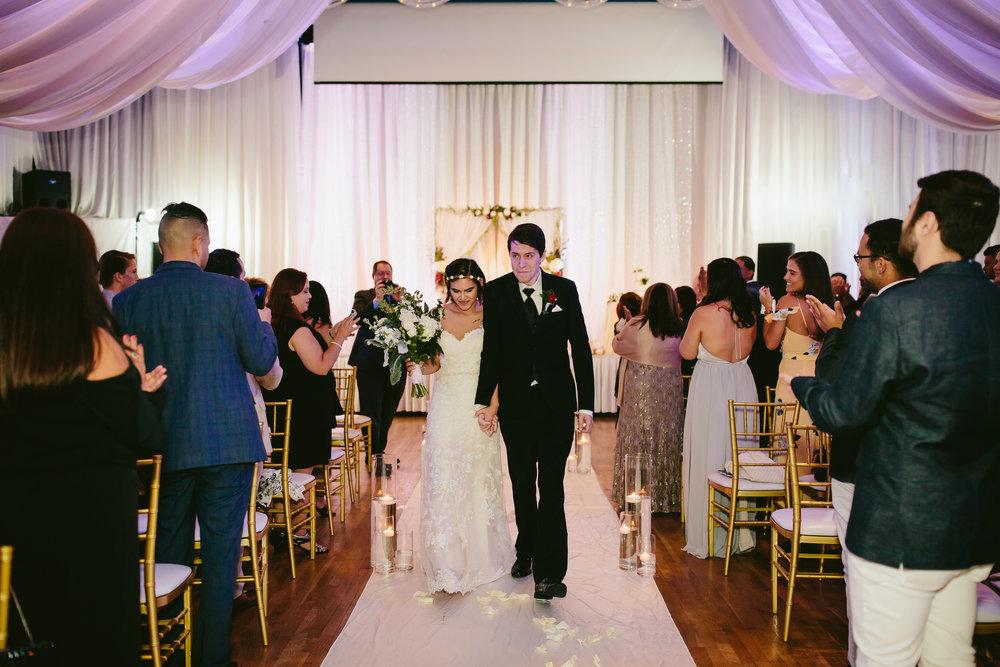 just_married_tiny_house_photo_wedding_photographer.jpg