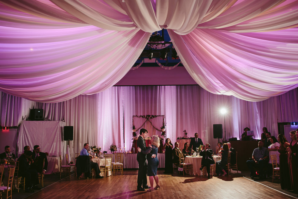 mother_son_dance_tiny_house_photo_weddings_best_miami_photographer.jpg