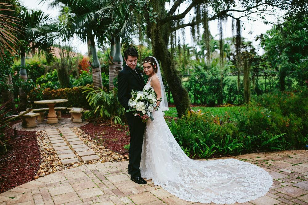 rustic_boho_nerdy_wedding_photographer_vegan_tiny_house_photo.jpg