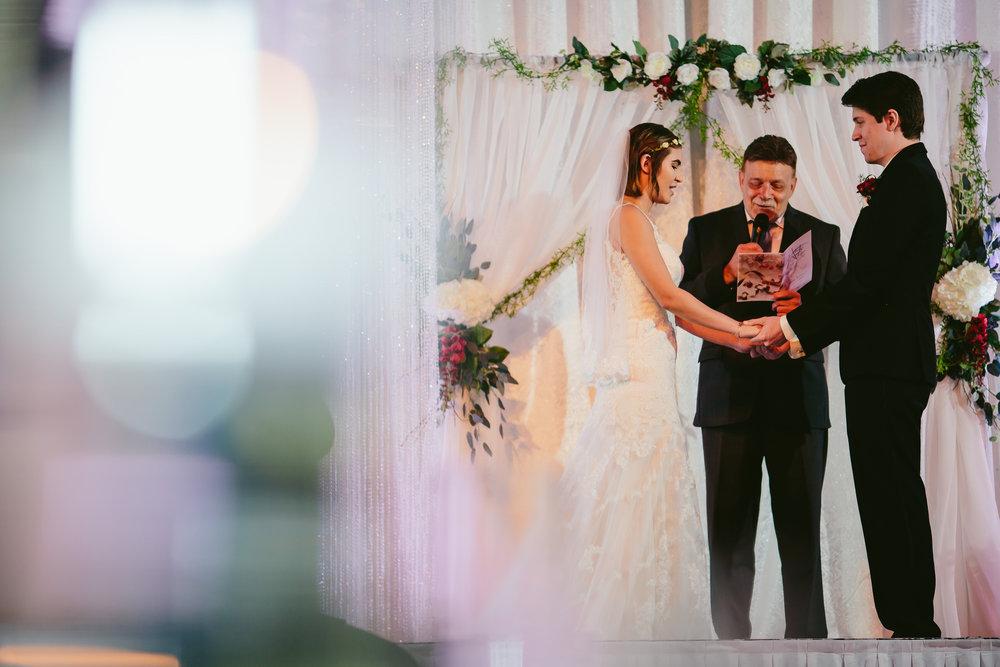tiny_house_photo_ceremony_wedding_photography_moments.jpg