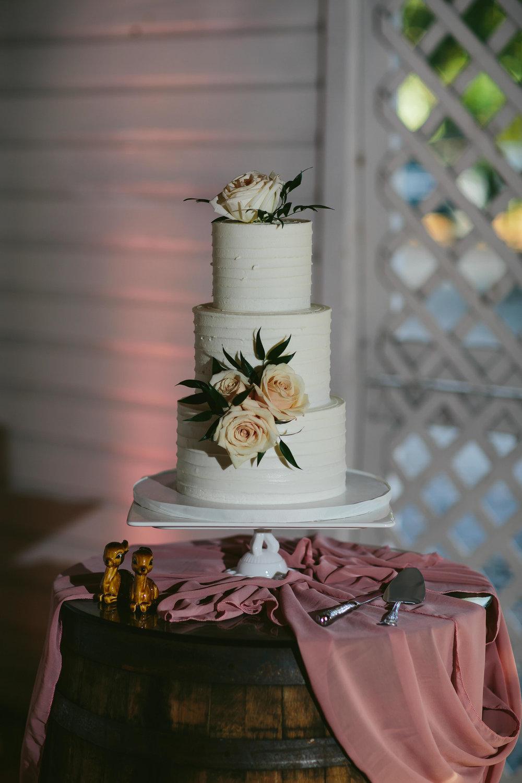 bunniecakes vegan wedding cake tiny house photo
