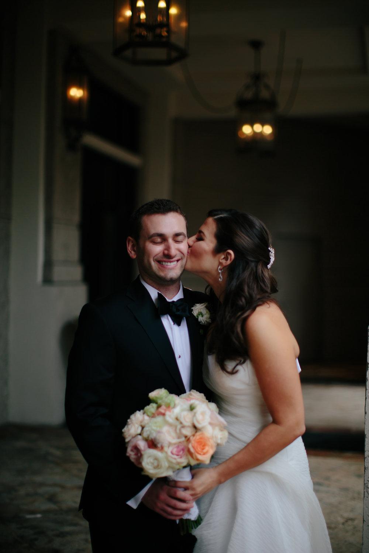 bride_and_groom_luxury_wedding_photographer_tiny_house_photo.jpg