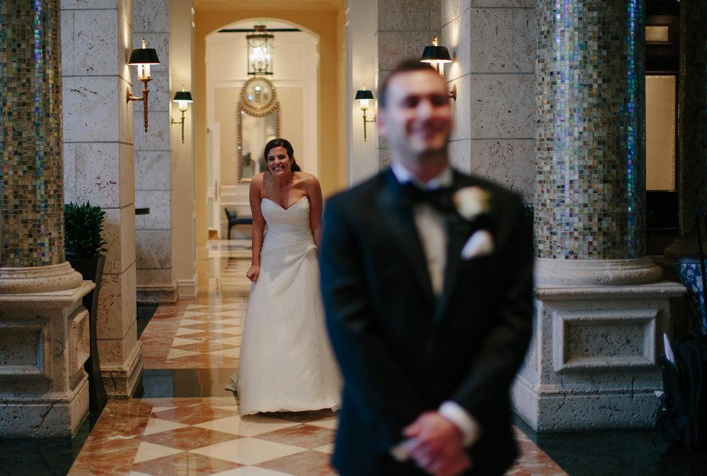bride_groom_first_look_tiny_house_photo_weddings.jpg