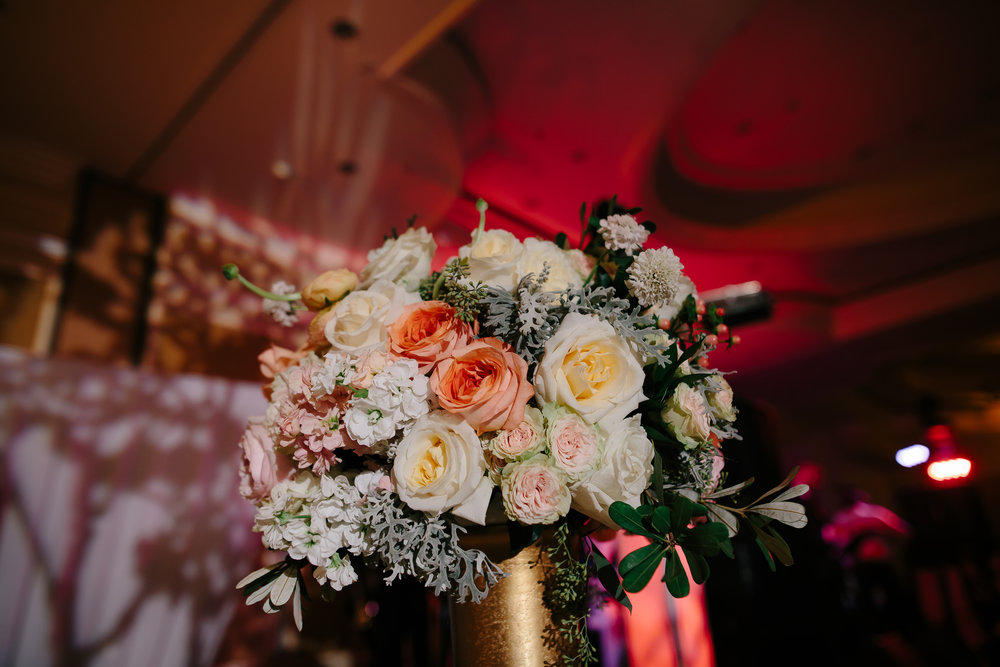 gorgeous_wedding_flowers_tiny_house_photo.jpg