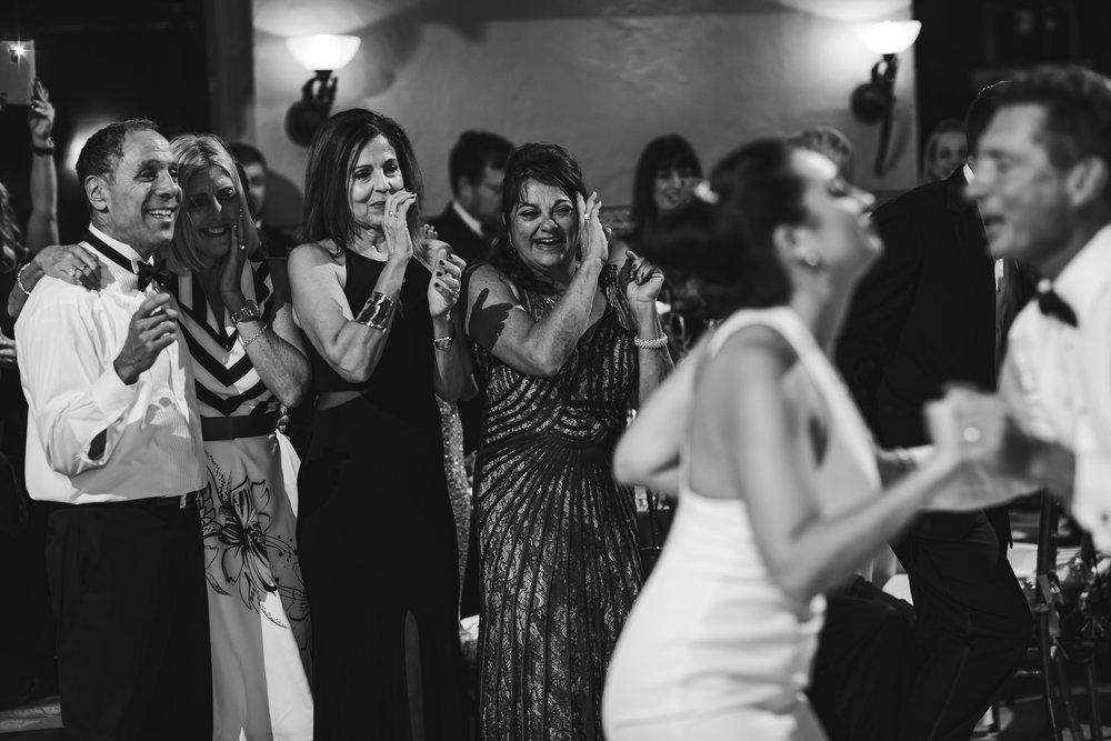 moment_driven_wedding_photography_adventerous_couples_fun_tiny_house_photo.jpg