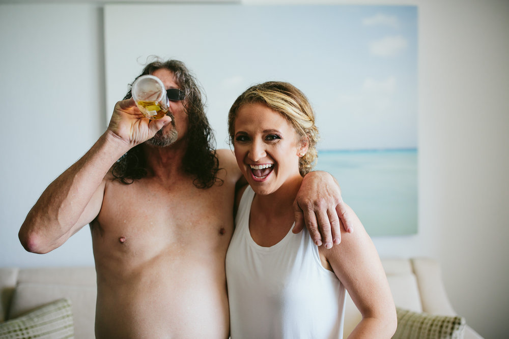father_of_bride_beer_bride_laughing_wedding_day_moments.jpg