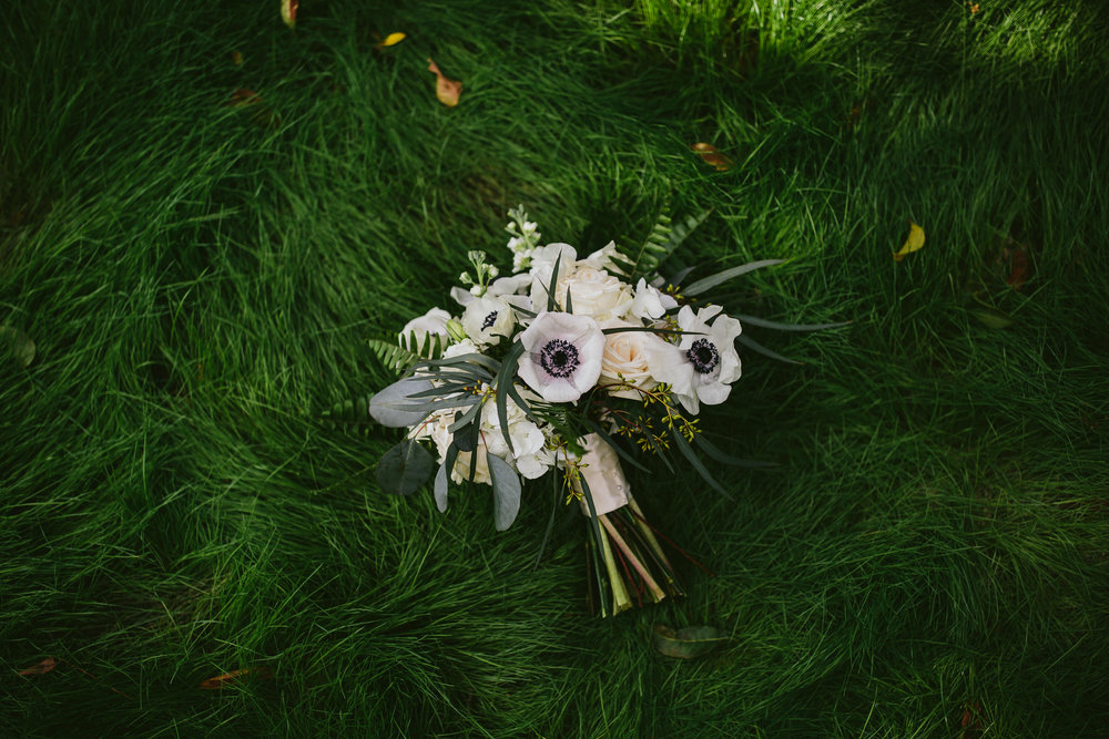 best_wedding_photographer_miami_tiny_house_photo_flowers_bouquet.jpg