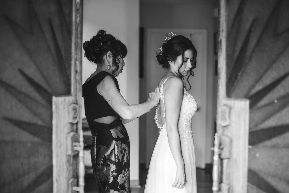 black_and_white_timeless_wedding_photography_tiny_house_photo_international_weddings_photographer.jpg