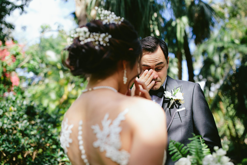 emotional_moments_wedding_day_bride_groom_tiny_house_photo_love_photography.jpg