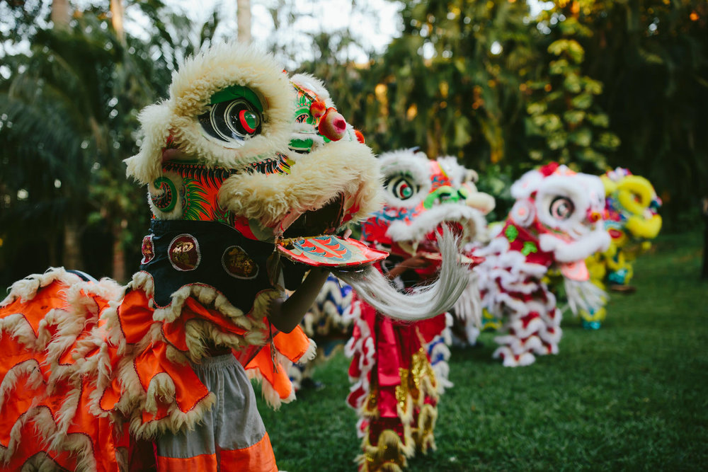 chinese_dragon_dance_backyard_wedding_entertainment.jpg