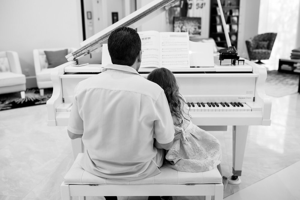 daddy_daughter_piano_documentary_photography.jpg