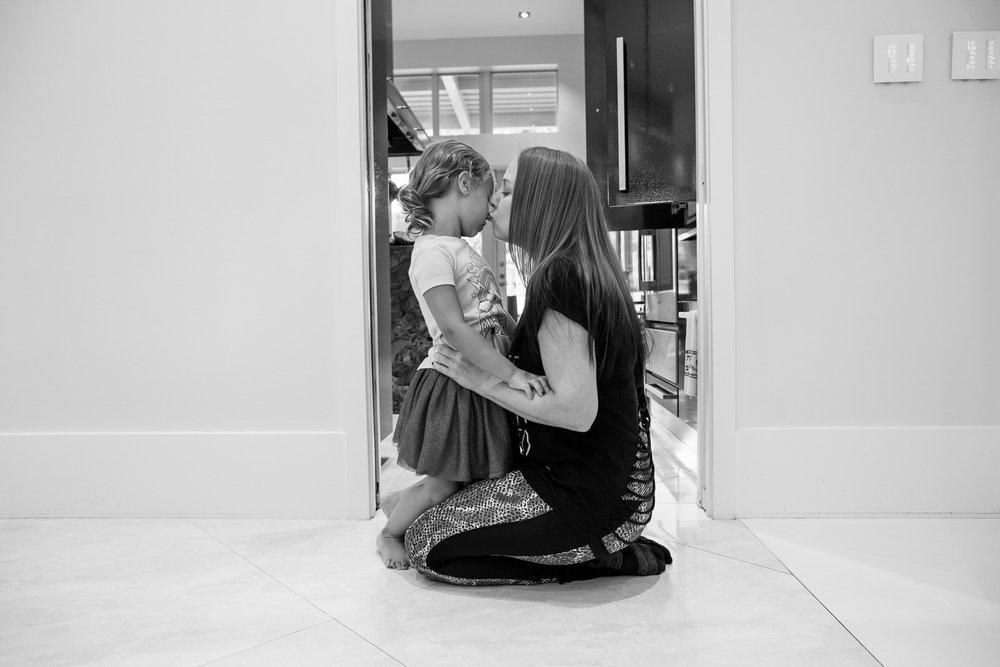 mother_daughter_bonding_colorado_family_photographer.jpg