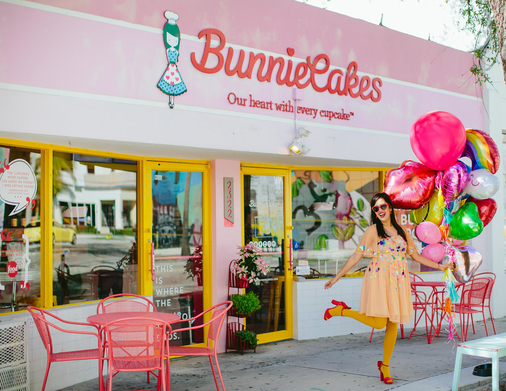 bunniecakes-wynwood-miami-branding-lifestyle-portraits-tiny-house-photo.jpg