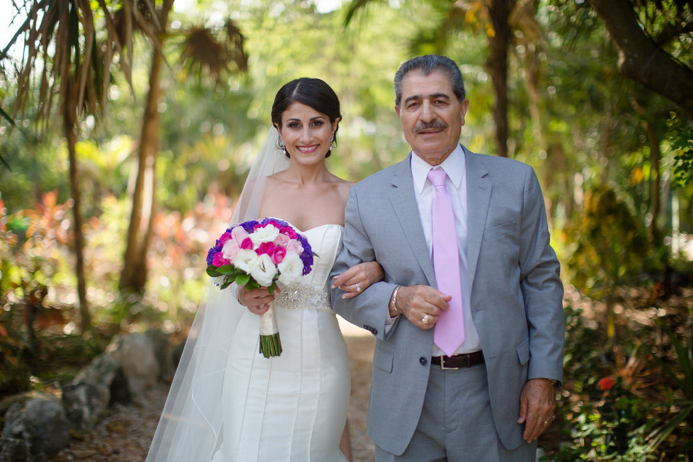 bride_and_father_wedding_ceremony_mexico.jpg