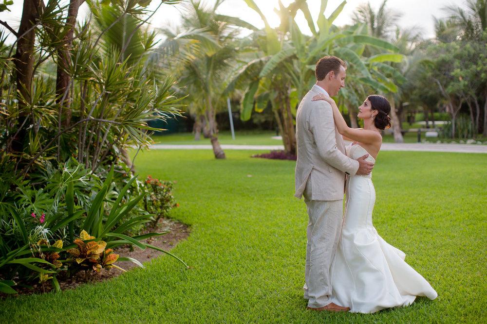 bride_and_groom_portraits_mexico_wedding.jpg