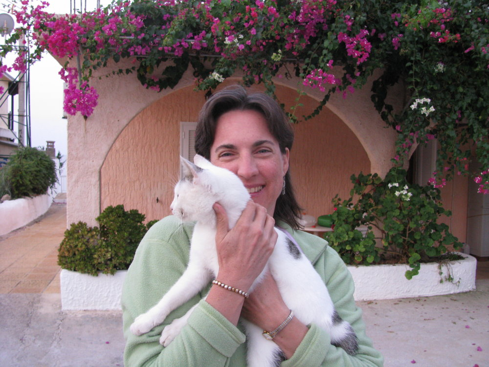 About Me - Hello! I'm Jennifer Moore, an animal communicator based in Minneapolis, Minnesota. I work with all types of animals—dogs, cats, birds, horses and even snakes! In addition to my animal communication work, I have been in practice as a psychotherapist for more than 20 years.
