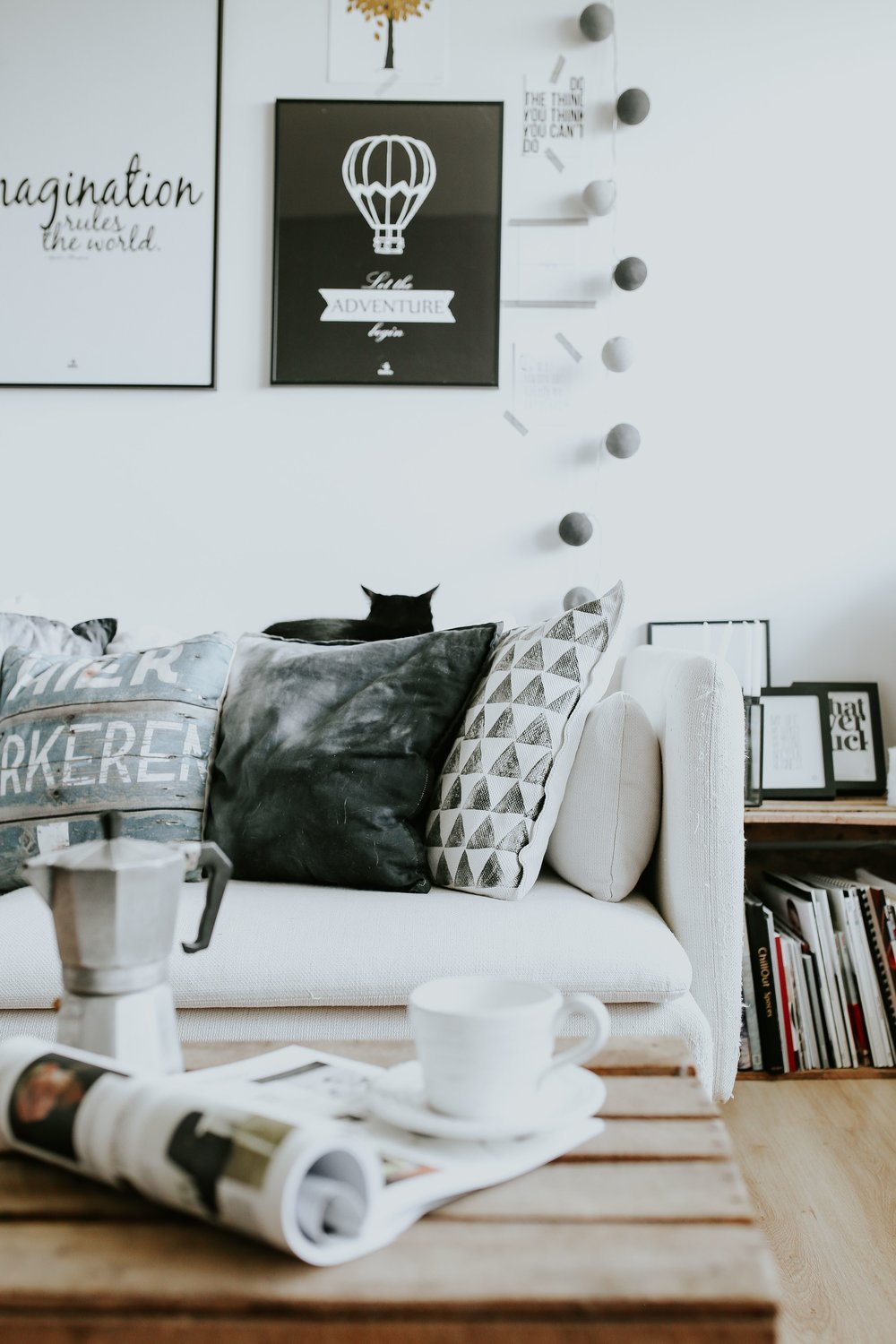 kaboompics_Contemporary black-and-white home decor.jpg