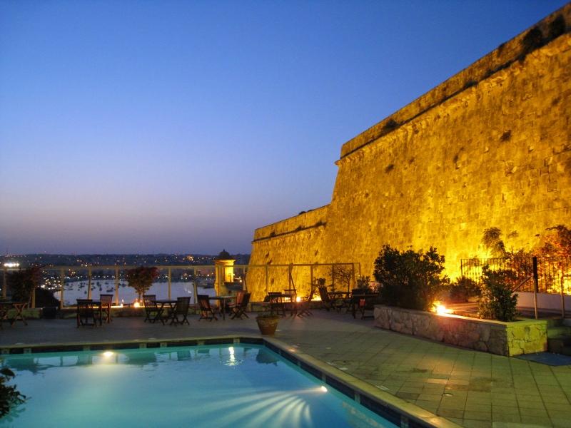 Hotel_Phoenicia_3 (800x600).jpg