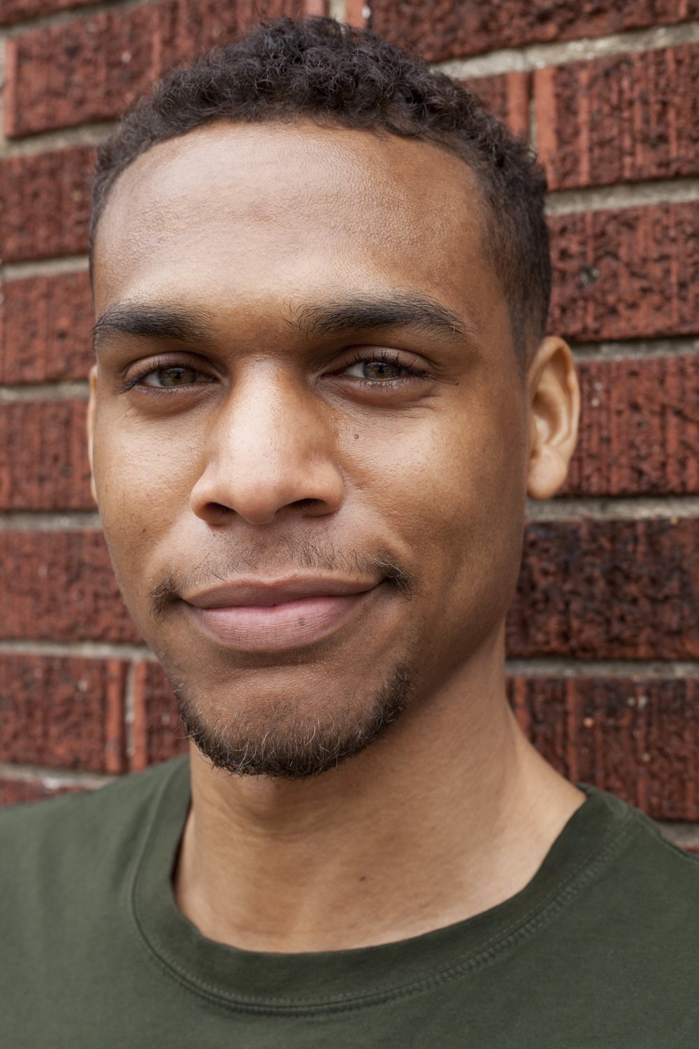 Chris Robinson - Chris Robinson is a Toronto native who has taped sets for Kevin Hart's LOL network as well as Just For Laughs. He's was also awarded $25,000 when he was crowned Sirius XMs Top Comic.IG: @snapshotrobinson