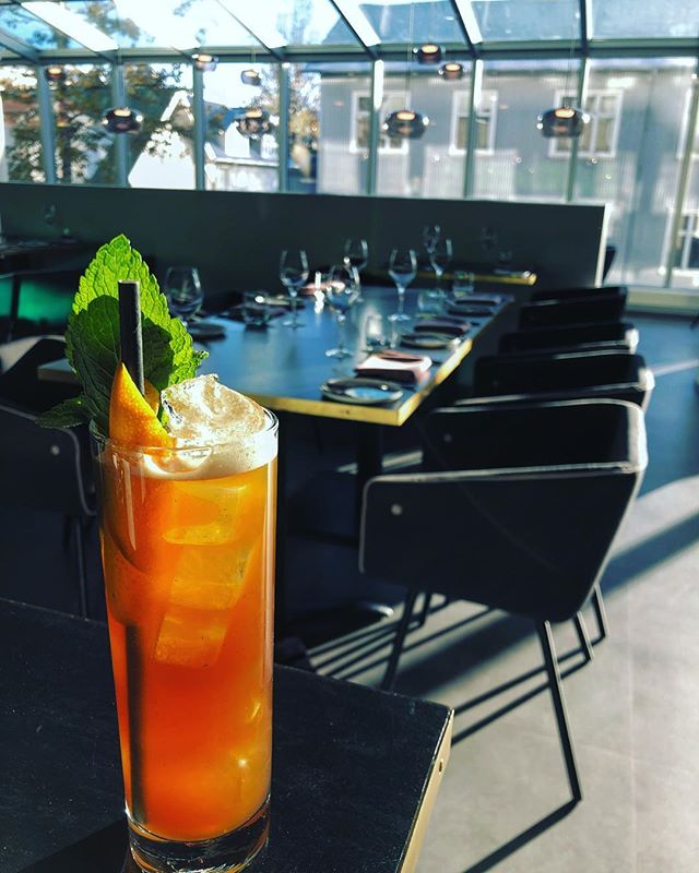 Lately we have been working alot with peaches and this is one of the results. Stick It To The Pimm's is a fresh, citrusy autumn feel drink... pretty much a slightly complicated version of a Pimm's Cup. 🍑 —— Peach infused Pimm's Bulleit Bourbon Pear & Orange syrup Orange juice Lemon juice Angostura Shaken with Mint and topped up with Sparklin Water Garnished with Orange peel and Mint —— #artsoncocktailbar #nostrarestaurant #truespirit #ttcocktails #makeitworldclass #justcocktails #LTDcocktails #cocktailsforyou #worldsbestbars #reykjavik #iceland #cocktail #cocktails #bartender #bartending #bar #drinks #mixology #mixologist #vodka #gin #rum #whiskey #tequila #wine #beer #drinkstagram